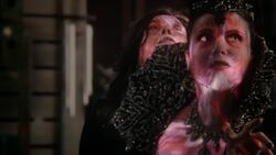 Once Upon a Time - 5x23 - An Untold Story - Evil Queen Leaves Regina 2