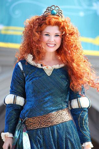 File:Merida crowned princess.jpg