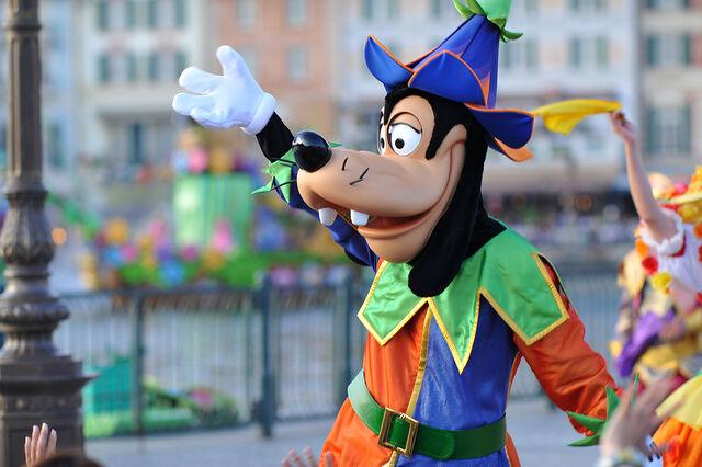 File:Disney sea dancers goofy.jpg