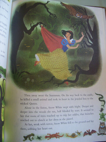 File:Snow white with blue eyes.jpg