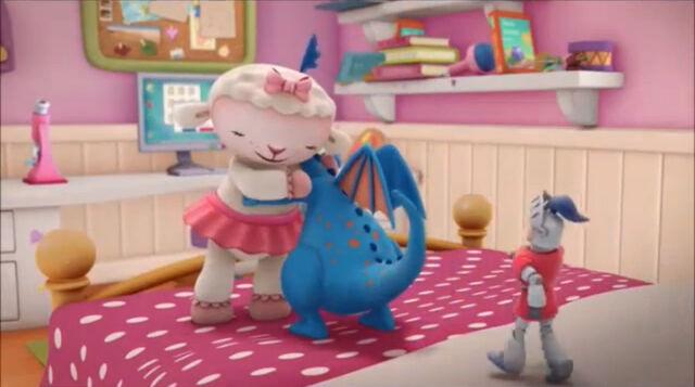 File:Lambie gives everyone cuddles.jpg