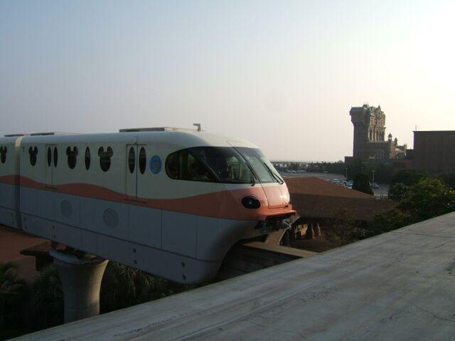 File:Tokyo Disney Resort monorail.jpg