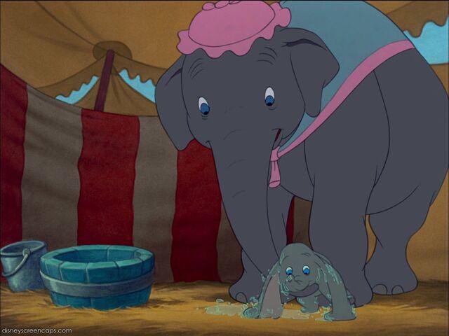 File:Dumbo-disneyscreencaps com-1721.jpg