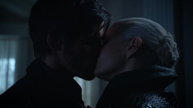 File:Once Upon a Time - 5x08 - Birth - Hook and Dark Swan Kiss.jpg