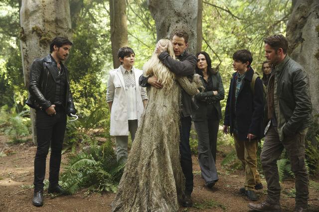 File:David hugging Emma - The Dark Swan.jpg