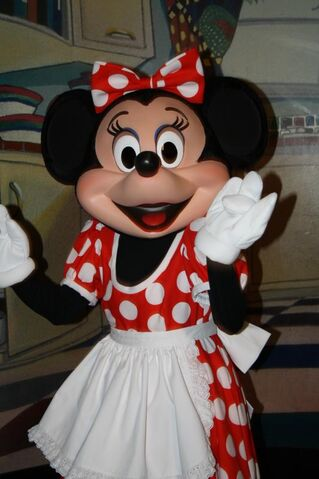 File:Minnie Mouse at Character Breakfest Inn3.jpg