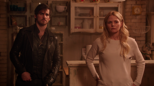 File:Once Upon a Time - 5x19 - Sisters - Hook and Emma.png