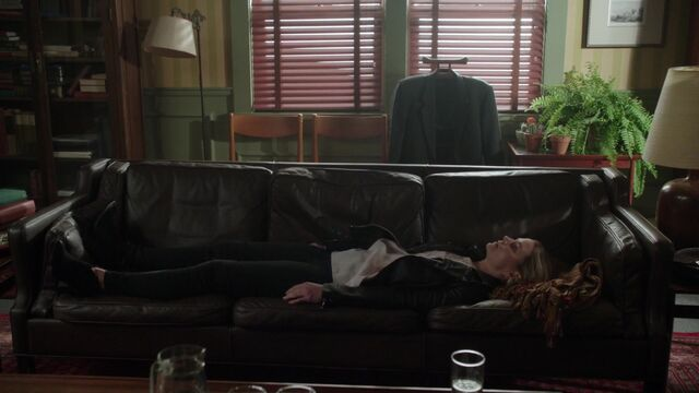 File:Once Upon a Time - 6x03 - The Other Shoe - Emma in Therapy.jpg