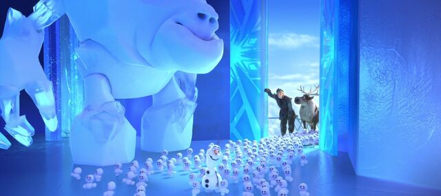 File:Kristoff-snowgies-frozen-fever.jpg