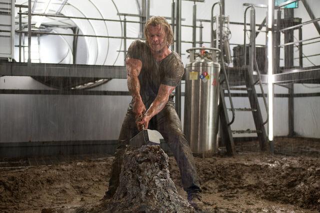 File:Thor grabs Mjolnir.jpg