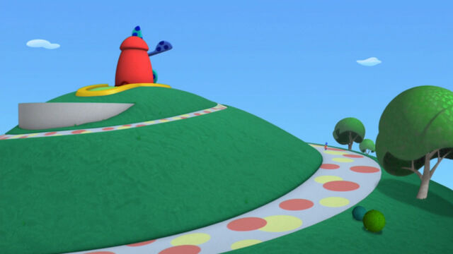 File:Toy marcher goes up to the golf course.jpg