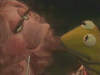 File:Kermit and Miss Piggy.png