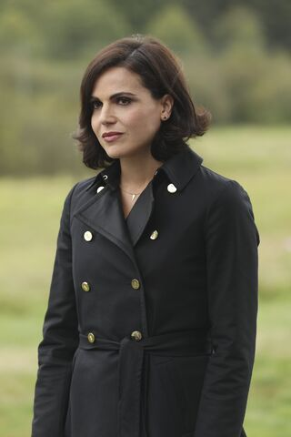 File:Once Upon a Time - 6x06 - Dark Waters - Photgraphy - Regina.jpg
