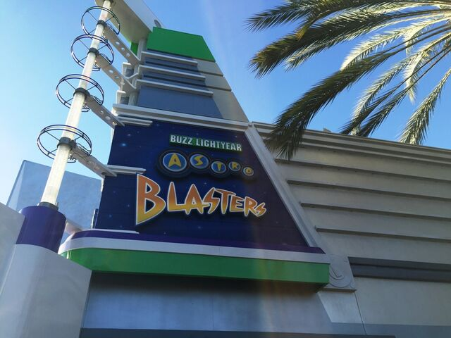 File:Disneyland's BLAB at Tomorrowland.jpg