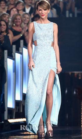 File:Taylor-Swift-In-Reem-Acra-2015-ACM-Awards.jpg