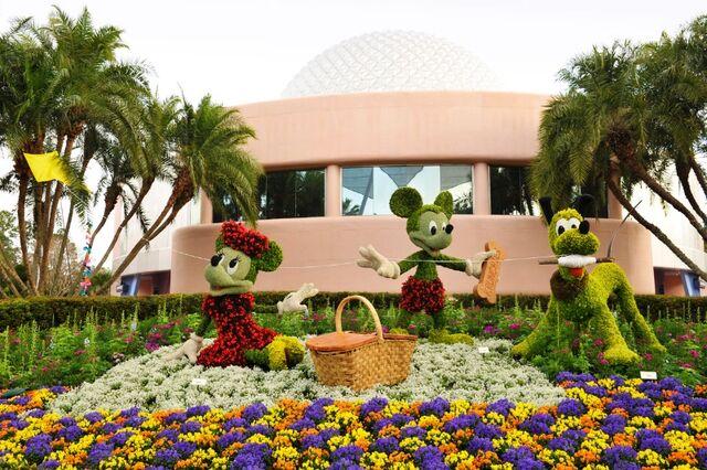 File:Mickey, Minnie, and Pluto Topiary.jpg