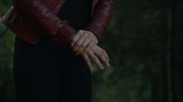 File:Once Upon a Time - 6x01 - The Savior - Shaking Hands.jpg