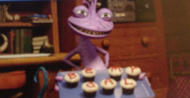 File:Randall and cupcakes.jpg