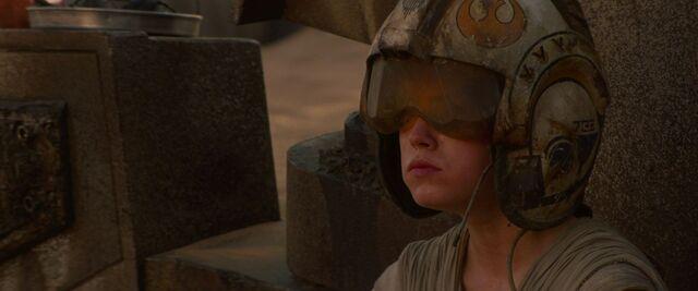 File:Rey Rebel Pilot Helmet.jpg