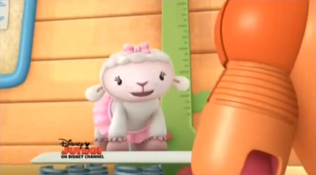 File:Lambie on the scale.jpg