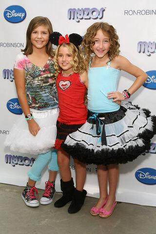 File:Myzos+Presents+Official+Launch+New+Disney+dGoQJC47Yuzl.jpg