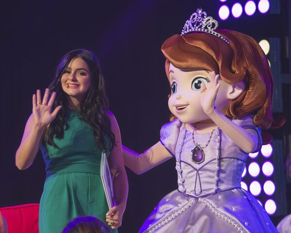 File:Ariel-Winter-D23-Expo-2015-1.jpg