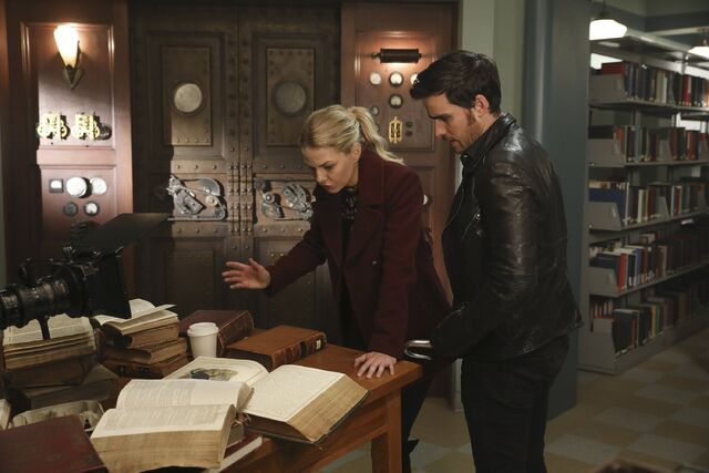 File:Once Upon a Time - 6x09 - Changelings - Photography - Emma and Hook.jpg