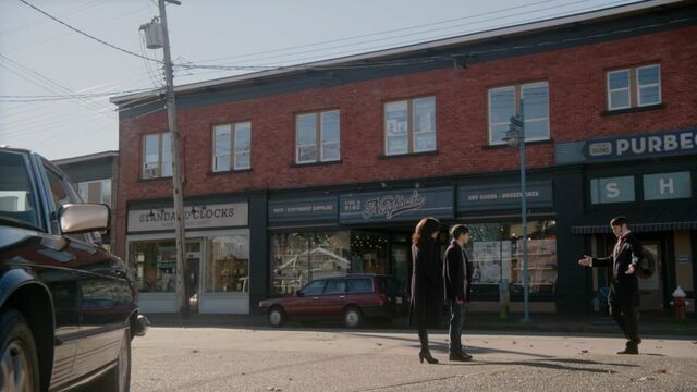 File:Once Upon a Time - 5x23 - An Untold Story - Hyde in Storybrooke.jpg