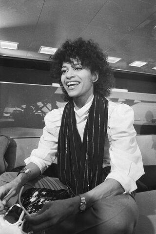File:Debbie Allen 1983.jpg