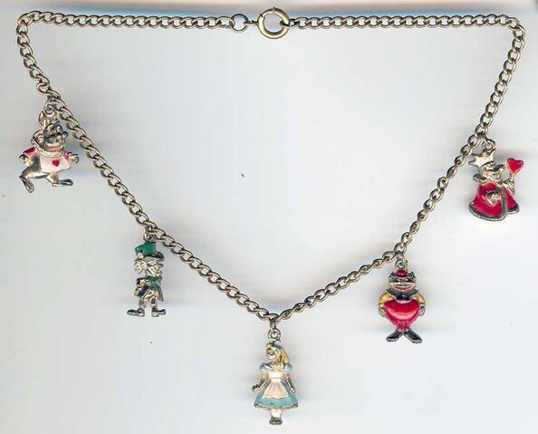File:Coro necklace 640.jpg