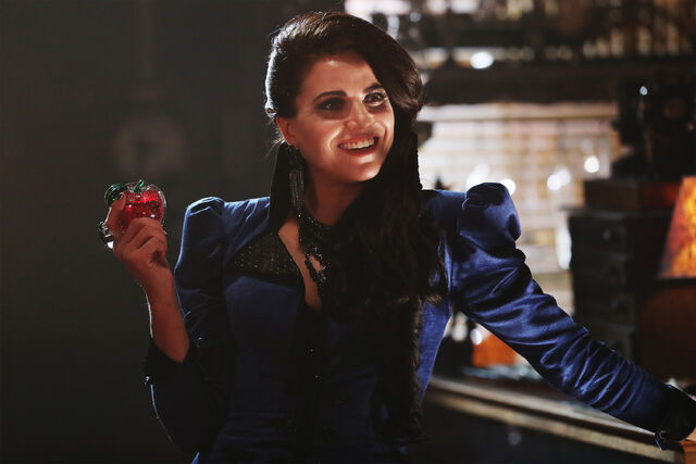 File:Once Upon a Time - 6x04 - Strange Case - Photgraphy - Evil Queen 3.jpg