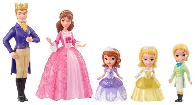 File:Sofia & royal family toy.jpg