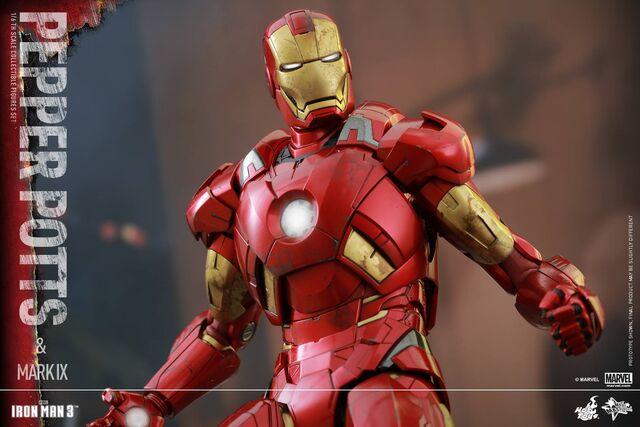 File:Iron Man Mark IX and Pepper Hot Toys 10.jpg
