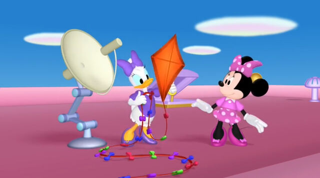File:Minnie and daisy find a kite.jpg