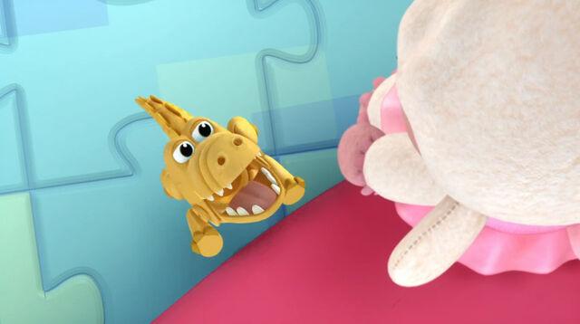 File:Yellow gator trying to get lambie.jpg