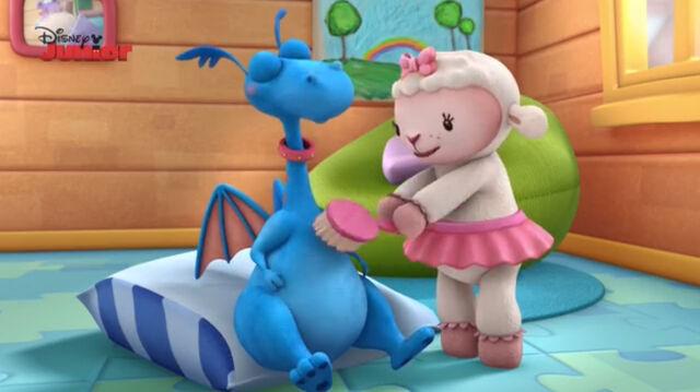File:Lambie scrumbs stuffy's tummy.jpg