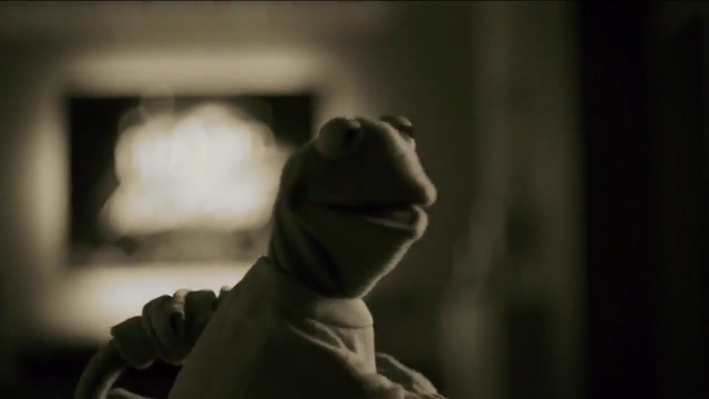 File:Miss Piggy Adele Hello spoof 06.png