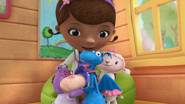 File:Doc, stuffy, lambie, hallie and squeakers group hug.jpg