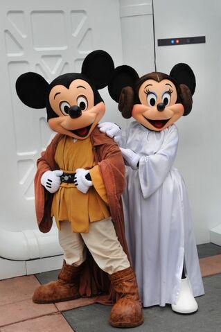 File:Star-Wars-Weekends-06-533x800.jpg