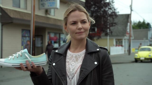 File:Once Upon a Time - 6x03 - The Other Shoe - Cinderella's Shoe.jpg