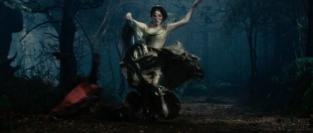File:Into-the-woods-movie-screenshot-anna-kendrick-cinderella-5.jpg