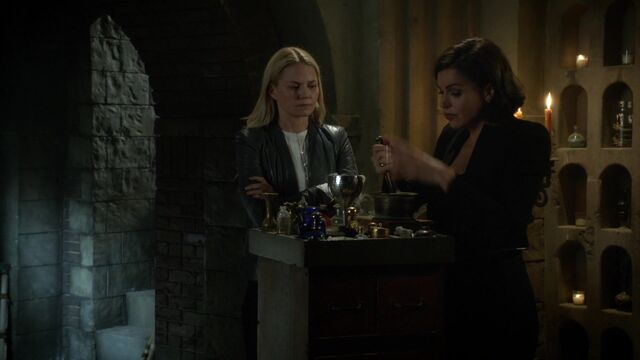 File:Once Upon a Time - 6x05 - Street Rats - Emma and Regina.jpg