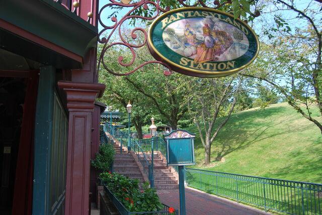 File:Disneyland Railroad Paris Fantasyland Station.jpg