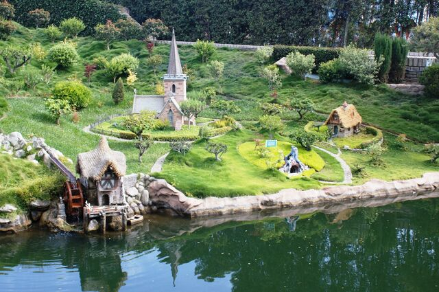 File:Storybook Land Canal Boats Alice.jpg