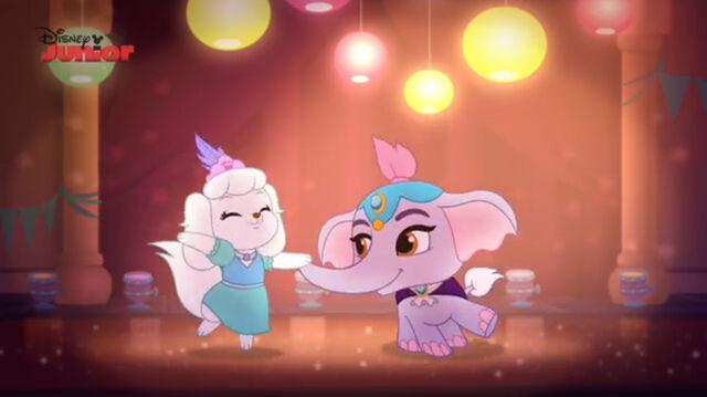 File:Pumpkin and taj dancing.jpg