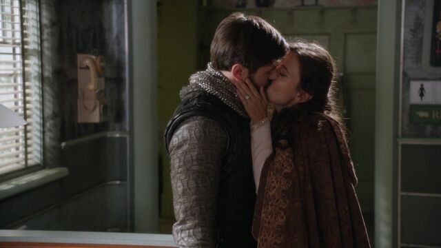 File:Once Upon a Time - 5x04 - The Broken Kingdom - Kiss.jpg