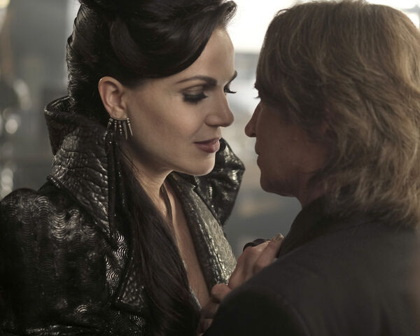 File:Once Upon a Time - 6x02 - A Bitter Draught - Photography - Evil Queen 2.jpg