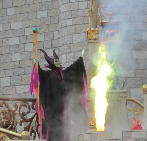 File:Maleficent-Dream -Along-With-Mickey.JPG
