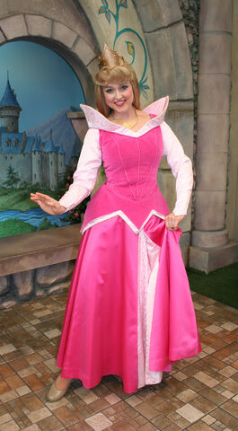 File:Aurora poses for a photo at Disneyland.jpg
