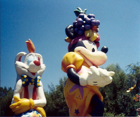 File:Minnie and Roger.jpg